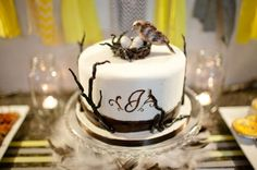 Woodland creatures baby shower - Fondant baby shower cake with bird's nest and eggs cake topper