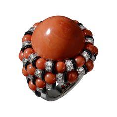 CARTIER Bague Haute Joaillerie Platine, corail, onyx, diamants