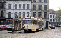 """Tram van lijn 7 aan de eindhalte """"Tolhuis"""", Sint Pietersvliet (1984). Dit eindpunt zal na vele jaren afgeschaft worden. Vanaf 2017 zal de tram langheen de kade tot het Eilandje rijden. Kort na het ontstaan van de paardentram lagen hier reeds tramsporen maar dan voor een tramlijn langsheen de kade, tot op het zuid."""