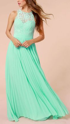Mint Green Lace Maxi Dress. Vestido de encaje color verde menta.