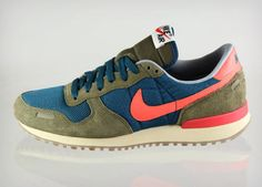 Nike seems to be revitalizing its vintage kicks with the latest release of these vintage Nike Air Vortex. If not, well, they're great sneakers so you're going to want to run out and… Vintage Sneakers, Retro Sneakers, Sneakers Nike, Sneakers Workout, Nike Shoes, Nike Free Shoes, Buy Shoes, Nike Retro, Retro Surf