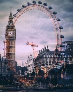 No hay otro lugar como Londres. Aquí tenemos una increible imagen que une The Big Ben y London Eye. There is nowhere else like London. Here we have an amazing picture that unites The Big Ben and London Eye. London Eye, London City, London Icons, London Tours, London Food, London Bridge, Places To Travel, Travel Destinations, Places To Visit