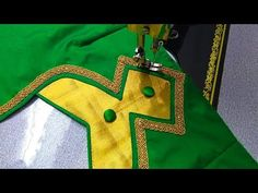Chudidhar Neck Designs, Blouse Designs High Neck, Patch Work Blouse Designs, Simple Blouse Designs, Neck Designs For Suits, Stylish Blouse Design, Blouse Simple, Sleeve Designs, New Mode