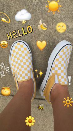 p i n t e r e s t : casey elizabeth - Vans shoes fashion - Shoes Cute Vans, Cute Shoes, Me Too Shoes, Vans Shoes Fashion, Yellow Vans, Tumbrl Girls, Vsco, Vans Outfit, Artsy Photos