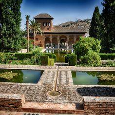 Follow us on insta! @ispanyoldefteri #spain #ispanya #alhambra #granada Arabic Art, Us Travel, Mansions, House Styles, Outdoor Decor, Instagram, Home, Gardens, House
