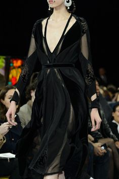 A Game of Clothes — What a Baraavosi nobel woman would wear, Givenchy Haute Couture Style, Couture Fashion, Runway Fashion, Womens Fashion, Dark Fashion, High Fashion, Fashion Show, Fashion Design, Pretty Dresses