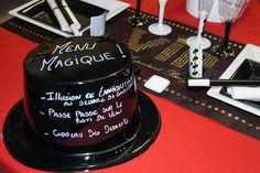 Décoration de table VIP Magie -- www.le-geant-de-la-fete.com @legeantdelafete #deco #star #or #doré  #table #inspiration #chemindetable #decoration #gobelet #assiette #lunette #lunettegéante #noir #rouge #VIP #magie #chapeau #menu