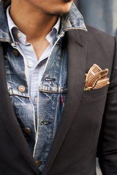 Blazer porté sur une veste en jean avec une pochette marron à petits  carreaux  style 83f71cfb9cb