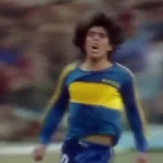 """464 curtidas, 14 comentários - UOL Esporte (@uolesporte) no Instagram: """"Quando o Messi nem existia, o Maradona já metia essas 🇦🇷😎🏆⚽ #uol…"""""""