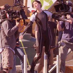 Behind the scenes Jennifer Lawrence GIF Hunger Games Cast, Hunger Games Fandom, Hunger Games Humor, Hunger Games Catching Fire, Hunger Games Trilogy, Jennifer Lawrence, Katniss Everdeen, Suzanne Collins, Josh Hutcherson