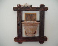 Moldura com vaso em cerâmica