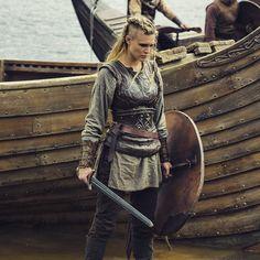 Gaia Weiss as Porunn, Vikings Viking Cosplay, Viking Costume, Viking Dress, Warrior Costume, Viking Woman, Viking Age, Female Viking Warrior, Warrior Women, Viking Armor