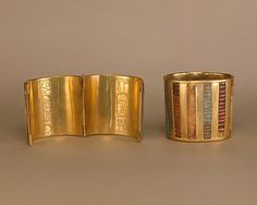 Hinged Cuff Bracelet Period: New Kingdom Dynasty: Dynasty 18 Reign: reign of Thutmose III Date: ca. 1479–1425 B.C Gold Jewellery Design, Gold Jewelry, Egypt Jewelry, Bridal Jewelry, Ancient Egyptian Jewelry, Egyptian Art, Ancient Art, Long Pearl Necklaces, Gold Necklace