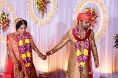 Indian Wedding Poses for Bride and Couples. Must check these latest wedding poses before your big day. Indian Wedding Poses, Indian Wedding Pictures, Indian Wedding Photography, Wedding Pics, Wedding Couples, Wedding Day, Photography Ideas, Ikea Wedding, Photography Equipment