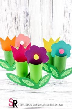 Paper towel (toilet paper roll) crafts are always popular with their abundance and versatility. The Paper Roll Spring Flower Craft is super cute and perfect for spring display,May Day, or a Mother's Day craft for preschoolers. I think they would also make lovely place setting cards with names written on them for Easter or a… Spring Crafts For Kids, Summer Crafts, Diy Crafts For Kids, Fun Crafts, Art For Kids, Arts And Crafts, Craft Kids, Simple Crafts, Paper Towel Roll Crafts