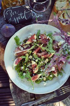 Smaki Alzacji : Sałatka z figą, szynką Serrano, kozim serem i orze...