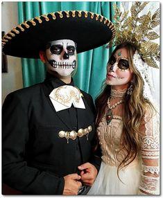 """""""Beauty is in the eye of the beholder"""". Halloween Inspo, Halloween Makeup Looks, Halloween Kostüm, Couple Halloween, Holidays Halloween, Vintage Halloween, Halloween Costumes, Skeleton Costumes, Skeleton Makeup"""