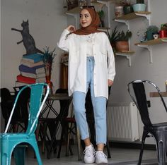 Hijab Fashion Inspiration, Style Inspiration, Hijab Fashionista, White Style, Indian Dresses, Summer Outfits, Dressing, Normcore, Fashion Outfits