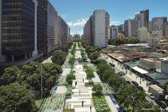 A estação do BRT localizada entre as duas principais avenidas do centro da cidade do Rio de Janeiro, Av. Presidente Vargas com Av. Rio Branco), era um grande desafio logístico e também estético por sua relação com a Igreja da Candelária. Como solução, criamos uma esplanada suspensa que funciona como uma praça de distribuição, resolvendo …
