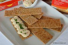 Crema de cascaval cu branza de vaci si leurda pe Finn Crisp (1) Cornbread, Ethnic Recipes, Food, Millet Bread, Essen, Meals, Yemek, Corn Bread, Eten