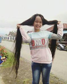 Rambut panjang Wina novarita