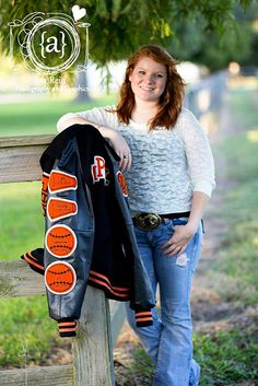 Areidtx seniors with letterman jacket poses photography idea Tennis Senior Pictures, Senior Picture Props, Senior Pictures Sports, Senior Photos Girls, Pic Pose, Senior Girls, Letterman Jacket Pictures, Letterman Jackets, Senior Girl Photography