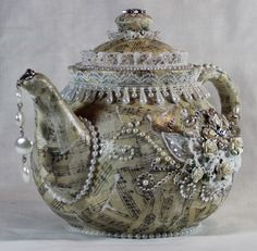 I so want to do one of these. Now to find an inexpensive tea pot....