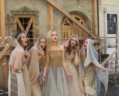 Le Madonne di Guido Harari vestono Marina Mansanta