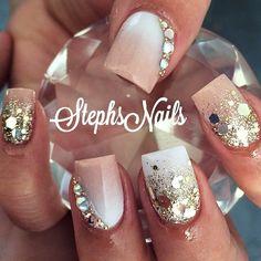 These are really pretty for short acrylic nails Fancy Nails, Cute Nails, Pretty Nails, Gold Glitter Nails, Bling Nails, Creative Nails, Nails Inspiration, Beauty Nails, Nail Colors