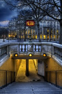 Paris...ooooh The Metro just like the song by Berlin!