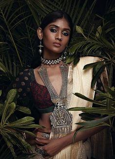 Art photography women dark 48 new ideas Art Photography Women, Indian Photography, Beauty Photography, Fashion Photography, Digital Photography, Indian Photoshoot, Saree Photoshoot, Saris, Indian Aesthetic