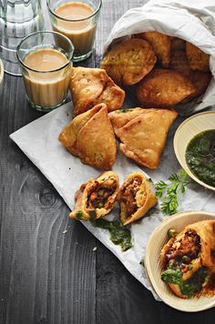 Punjabi Samosa…yum, its simply yum! Crispy, delicious Samosa is the perfect snack any time of the day! Learn how to make the best Punjabi Samosa you've ever had! Indian Snacks, Indian Food Recipes, Asian Recipes, Vegetarian Recipes, Snack Recipes, Cooking Recipes, Indian Food Vegetarian, Chickpea Recipes, Tofu Recipes