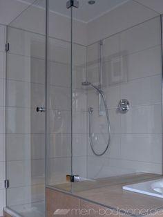 rahmenlose Dusche als Badewannenanschluss