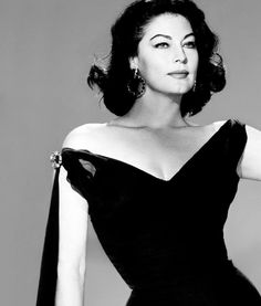 Ava Gardner in Balenciaga.one of my favourite actresses from the golden era of Hollywood, troubled woman however. Hollywood Stars, Hollywood Icons, Old Hollywood Glamour, Vintage Hollywood, Glamour Hollywoodien, Vintage Glamour, Vintage Beauty, Ava Gardner, Sophia Loren