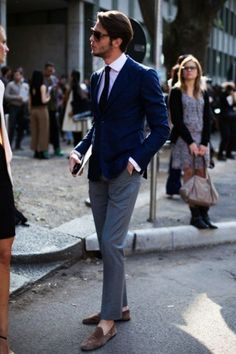 How To Wear a Blue Blazer With Grey Dress Pants For Men looks & outfits) Fashion Moda, Suit Fashion, Mens Fashion, Milan Fashion, Street Fashion, Gentleman Mode, Gentleman Style, Moda Men, Mode Costume