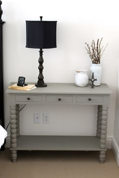 Amy painted this side table with Annie Sloan Chalk Paint in French Linen. One of my favorite ASCP colors!