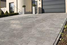 Getrommelde betonklinker.Ruw uitzicht van afgevlakte kassei.Ideaal voor terras of oprit in verweerde natuursteen-look.Verschillende formaten voor eindeloze combinaties.Mooie zwarttint.Antislip en vorstbestendig.BENOR-gekeurd: sneldrogend en weinig kans op vergroening.