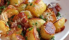 oven roasted potatoes with bacon and grated cheese food-for-thought Think Food, I Love Food, Potato Dishes, Food Dishes, Side Dishes, Red Potato Recipes, Main Dishes, Side Dish Recipes, Vegetable Recipes