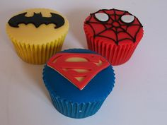 Superhero Cupcakes to make any superhero birthday a hit. What is your little one's favorite Super Hero? Superhero Cake, Superhero Birthday Party, Boy Birthday, Birthday Parties, Birthday Cakes, Superhero Treats, Batman Birthday, Birthday Ideas, Cupcakes Bonitos