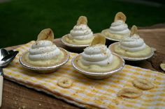 Mini Banana Cream Pies {Or use any other kind of instant pudding, like pistachio for St. Patty's Day!}