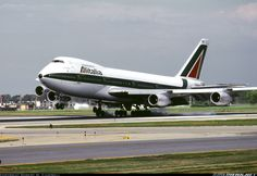 """Alitalia Boeing 747-243B I-DEMS """"Monte Argentario"""" touching down at Chicago-O'Hare, July 1985. (Photo: Robert M. Campbell)"""