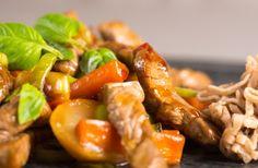 Wok med okse og rodfrugter
