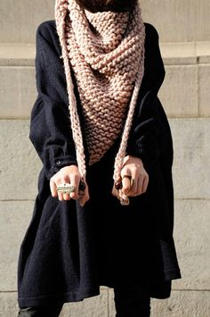 Triangle garter stitch scarf - love the large wooden beads on he ends (no pattern, but easy enough to knit with a pattern) Knitting Patterns, Crochet Patterns, Crochet Diy, Triangle Scarf, How To Purl Knit, Knitting Accessories, Mode Inspiration, Knitwear, How To Make