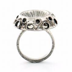 Tapani Vanhatalo tinasormus Gemstone Rings, Jewelry Design, Mid Century, Engagement Rings, Jewellery, Gemstones, Ring, Enagement Rings, Wedding Rings