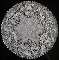 Orvieto Crochet Lace - Lo scrigno dei merletti: aprile 2018 Thread Crochet, Filet Crochet, Irish Crochet, Crochet Lace, Bruges Lace, Fiber Art, Crochet Yarn, Crocheted Lace, Stitching Patterns