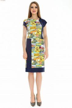 Rochie tricot uni imprimat cu linie dreapta, aspect grafic.