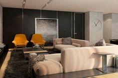 salon taupe avec canapé beige, tapis shaggy chocolat et fauteuils ocre
