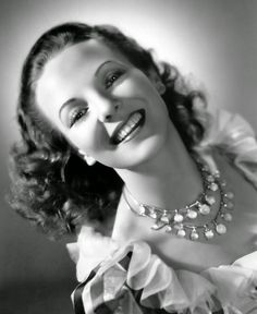 British Beauty Anna Lee Seven Sinners 1940 Portrait Photograph U. English Actresses, British Actresses, Actors & Actresses, Old Hollywood Style, Classic Hollywood, Ford Stock, Deanna Durbin, Anna Lee, John Ford