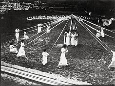 Maypole dance at Miami University (Ohio) in 1914.