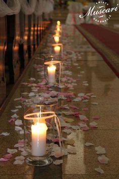 Ślub kościelny zasługuje na wyjątkową oprawę. Kwiaty, dekoracje i ozdoby nadają wyjątkowego charakteru ceremonii ślubnej, która zostaje w pamięci na całe życie.